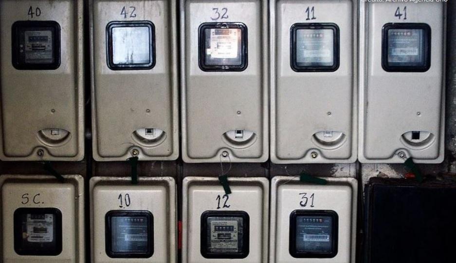 Ministra de Energía insistirá en que CGE compre medidores antiguos