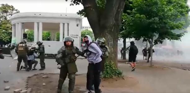 Nuevos incidentes en plaza de la Independencia de Concepción - Canal 9 Bío Bío Televisión