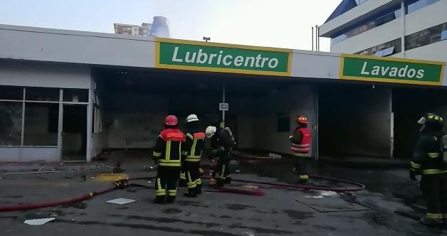 Saqueado y quemado terminó servicentro de avenida San Martín en Concepción - Canal 9 Bío Bío Televisión